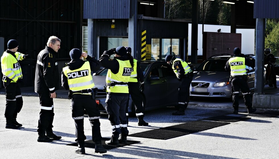 KONTROLL?: Dagbladet besøkte grensekontrollen på norsk side av Svinesund dagen før regjeringen iverksatte strengere regler for corona-karantene etter besøk i Sverige i mars i fjor. Foto: John T. Pedersen / Dagbladet