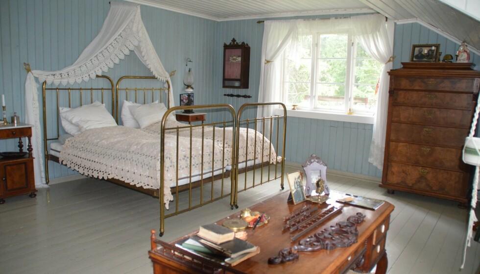 GÅRDSLIV: Enkelte «Farmen»-fans vil kanskje dra kjensel på dette soverommet. Foto: Privat / Lions Club Eidsvoll