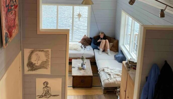ROLIGE OMGIVELSER: Øyunn Krogh og Levi Try benytter seg selv av hytta når den ikke leies ut til andre. Foto: Privat
