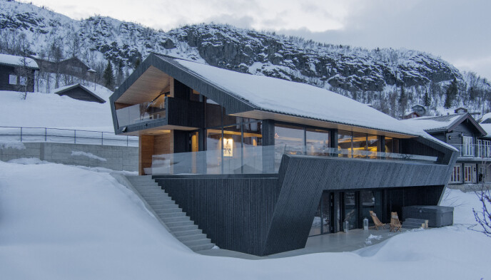 KOSTBART: Funkishytta i Hemsedal leies ut for 80 000 kroner i uka. Arkitekten bak hytta er Tommie Wilhelmsen. Fotograf: Sindre Ellingsen