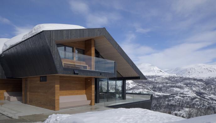 UTSIKT: Kjetil Bjørnbergs hytte har en brukbar utsikt over hemsedal. Arkitekt: Tommie Wilhelmsen. Fotograf: Sindre Ellingsen
