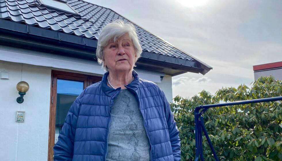 VOLDSOMT: Turid Kirkeby-Garstad (76) fikk sjokk da hun så at vannregning nesten var på 27 000 kroner. Foto: Cecilie Johannessen / Lierposten, gjengitt med tillatelse