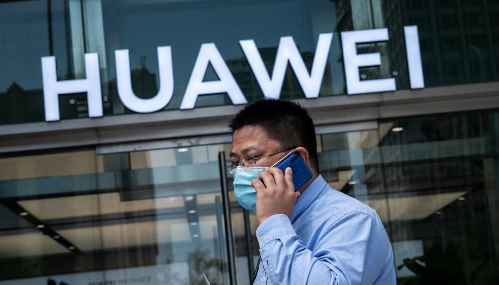SKJULTE RAPPORT: Den kinesiske mobilgiganten kunne angivelig lytte til millioner av mobilsamtaler. Foto: Nicolas Asfouri / AFP / NTB