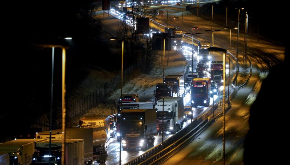 TESTPLIKT: Helsemyndighetene mener at det bør foreligge testplikt for yrkessjåfører av langtransport. Foto: Torstein Bøe / NTB