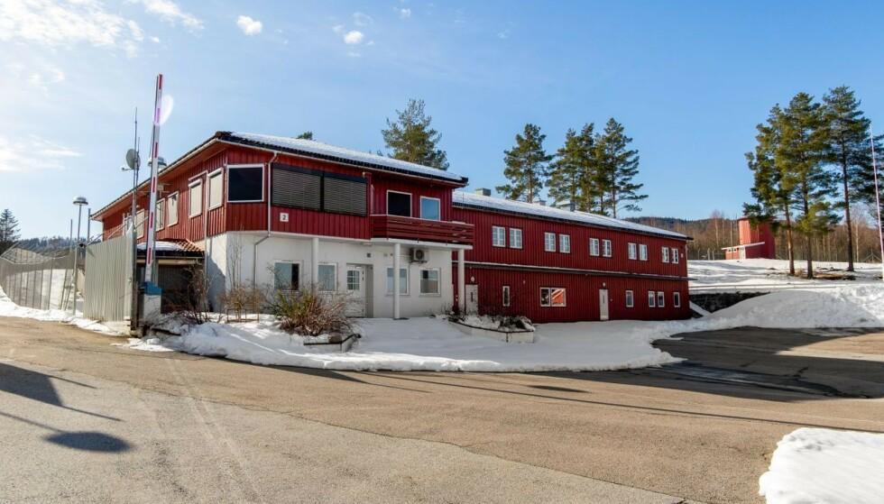 STOR TOMT: Eiendommen består av i alt 18 bygg, oppført i perioden fra cirka 1953 frem til 2009. Foto: Bjørn Kjærra