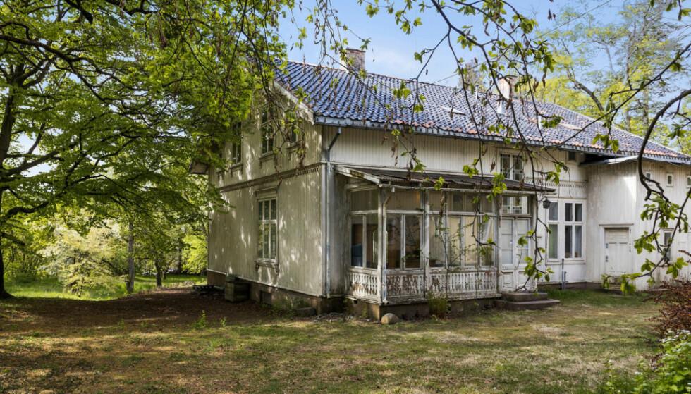 TVANGSSOLGT: Ifølge oppdragsansvarlig for tvangssalget, advokat Torolv Sundfør, har eiendommen vært delvis ubebodd de siste åra. Foto: Andreas Eriksson / Diakrit