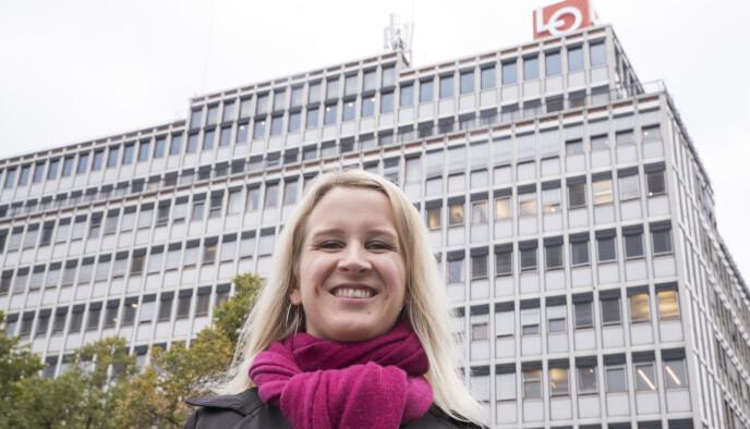 SKADER: Belastningskader ved bruk av pinnestol på hjemmekontor er noe av det som bekymrer Julie Lødrup, førstesekretær i LO. Foto: Terje Pedersen, NTB