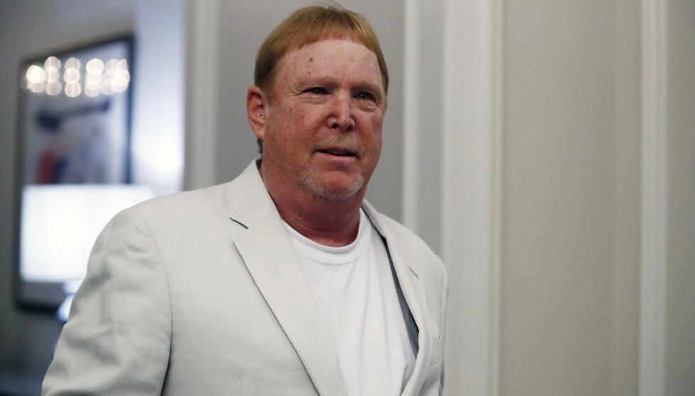 - DEN VERSTE NOENSINNE: Eier av fotballklubben Las Vegas Raiders, milliardær Mark Davis, får gjennomgå etter kontroversiell tweet. Foto: Brynn Anderson / AP / NTB