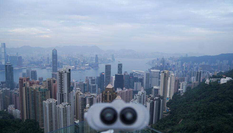 ENORM SVINDELSAK: En kvinne på 90 år bosatt i Hongkong ble svindlet for en kvart milliard over telefon. Avbildet er utsikten fra The Peak i november i fjor. Foto Reuters / Lam Yik