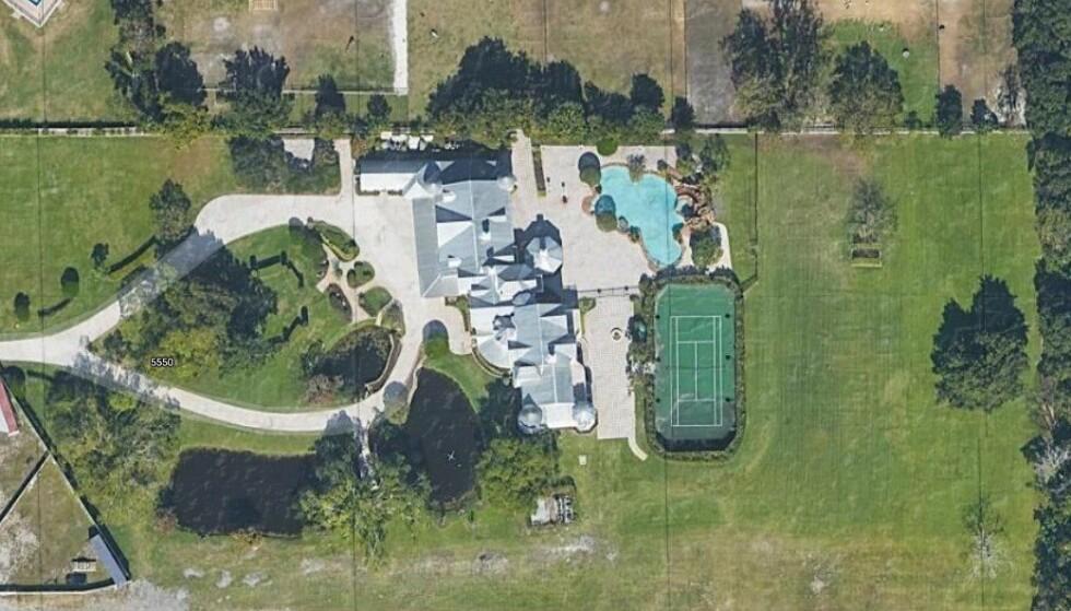 BRYLLUP: På denne millioneiendommen så paret sitt snitt til å gjennomføre bryllup og fest. Slik gikk det ikke. Foto: Google maps