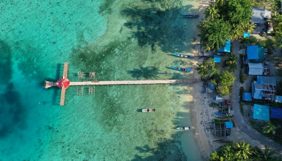 ULTRALOKALT: Øya er bebodd av rundt 100 000 personer. De er i stor grad avhengig av ultralokale ressurser. Foto: Ade Christian Lesomar / Shutterstock / NTB