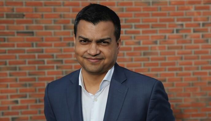 PROFESSOR: Dan Banik er født i India, men har bodd 30 år i Norge. Pressebilde: Universitetet i Oslo