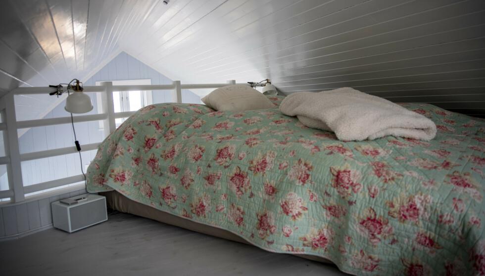HEMS: Hytta har et lite soverom, samt en hems med plass til fire sengeplasser. Foto: Bjørn Langsem / Dagbladet