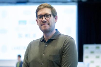 - SPIS OPP: Byråd i Bergen for klima, miljø og byutvikling, Thor Haakon Bakke, oppfordrer alle til å spise opp maten man bestiller, for å forhindre matsvinn: Foto: Fredrik Hagen / NTB