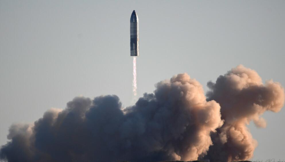 STARSHIP: Elon Musk og SpaceX sikret seg nylig en kontrakt verdt 24,2 milliarder kroner med NASA. Planen er å sende mennesker til både månen og Mars før tiåret er omme. Foto: Gene Blevins / Reuters / NTB