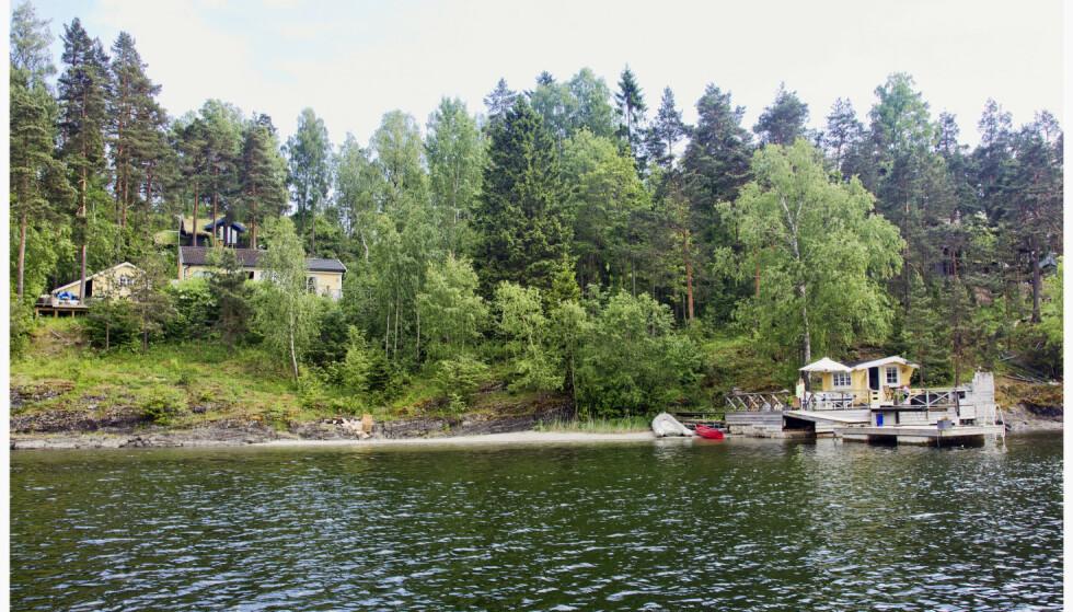 VED SJØEN: Elisabeth Andreassen kjøpte hytta på Brønnøya i Oslofjorden i 1992. Foto: Tor Kvello / Se og Hør