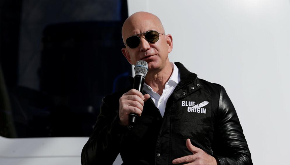AUKSJON: Verdens rikeste mann, Jeff Bezos, sender opp sine første romturister 20. juli. Foto: Isaiah Downing / Reuters / NTB