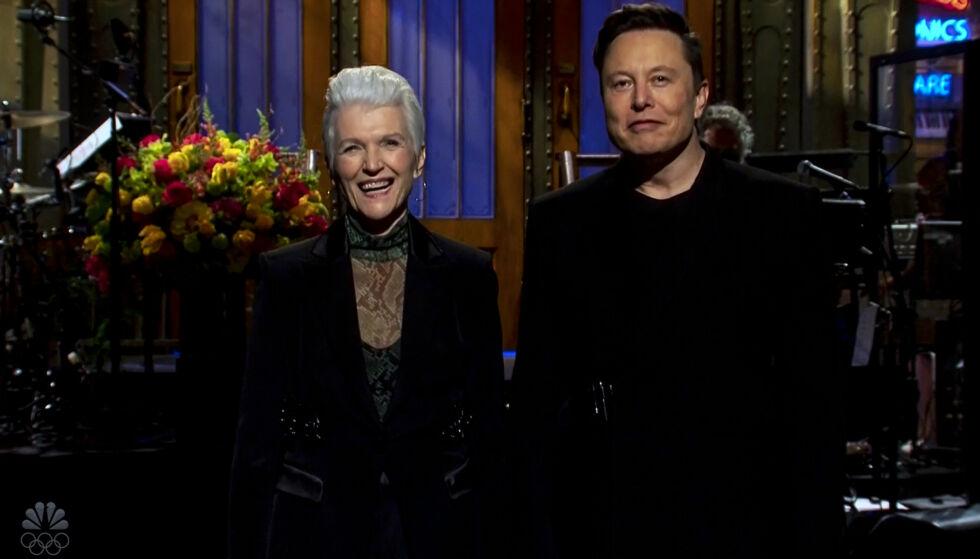 UHELDIG: Lørdag dukket Tesla-gründer Elon Musk (49) opp som programleder i underholdningsprogrammet «Saturday Night Live», hvor han innledningsvis delte scenen med sin mor, Maye Musk (avbildet). Foto: Zuma Press / NTB