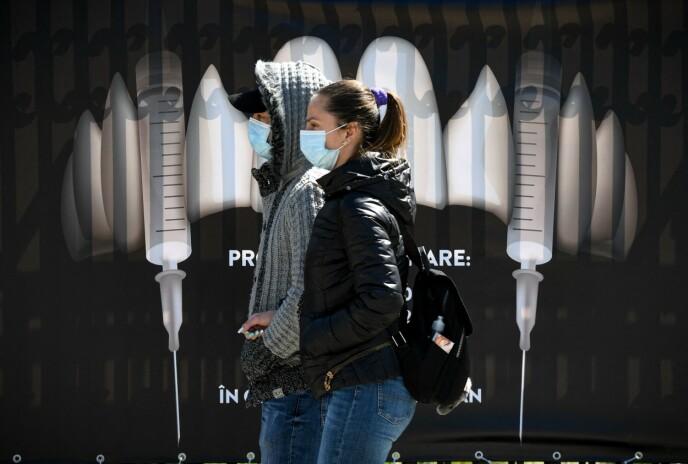 HOGG: Hoggtennene er byttet ut med sprøyter på slottet Bran. Foto: Daniel Mihailescu / AFP / NTB