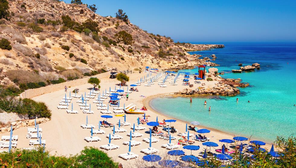 ÅPNER: Fra mandag får fullvaksinerte fra en rekke land unntak fra innreiserestriksjonene på Kypros. Illustrasjonsfoto: Shutterstock / NTB