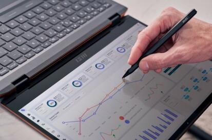 Den medfølgende pennen og den fleksible skjermen sørger for gode muligheter for å jobbe fra hvor som helst.