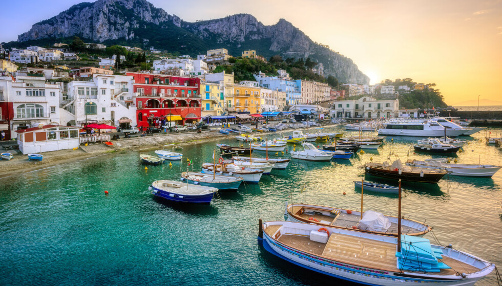 TURISME: Den italienske øya Capri er sterkt avhengig av turisme. Nå går øya trolig lysere tider i møte. Foto: Boris Stroujko / Shutterstock / NTB