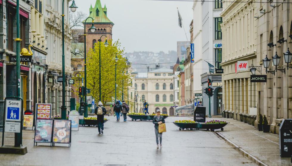 TØFF PERIODE: Oslo Høyre mener at søndagsåpne butikker i Oslo sentrum kan hjelpe med å få flere av butikkene på beina etter en tøff periode for næringslivet. Foto: Stian Lysberg Solum / NTB