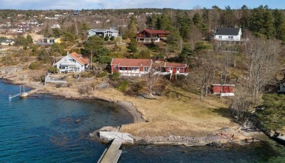 STIVT: Den rødmalte hytta midt på bildet ble lagt ut med en kvadratmeterpris på solide 360 000 kroner. Nå er den solgt, riktignok for en litt lavere pris. Foto: Karl Filip Kronstad