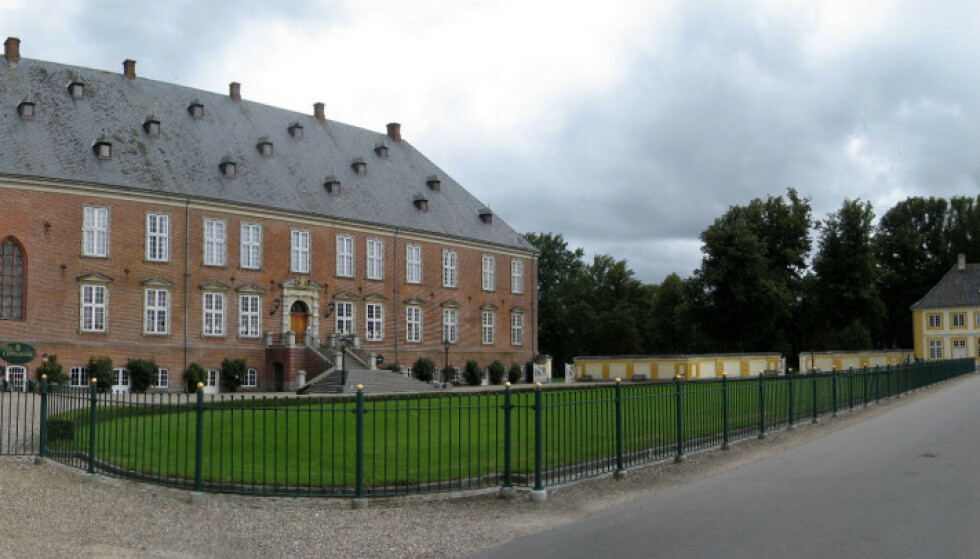 FAMILIESTRID: Slottet, som ble bygget i 1639, har vært i familien til søstrene Caroline Fleming og Louise Iuel Albinus siden 1676. Nå kan selskapet bak slottet det bli tvangsoppløst. Foto: Andree Stephan / CC 3.0
