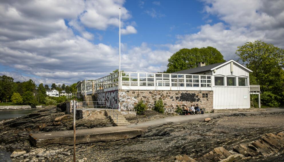 I HVILEMODUS: Hukodden Strandrestaurant - en perle i Bygdøy-skjærgården - har nå stått ubrukt i flere år. Forfallet er betydelig. Foto: Jørn H. Moen / Dagbladet