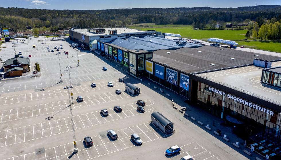 FOLKETOMT: Normalt kryr det av folk på Nordby shoppingsenter like over grensa. Det siste året har «Norges største kjøpesenter» sett ut som en spøkelsesby. Foto: Adam Ihse/TT / NTB