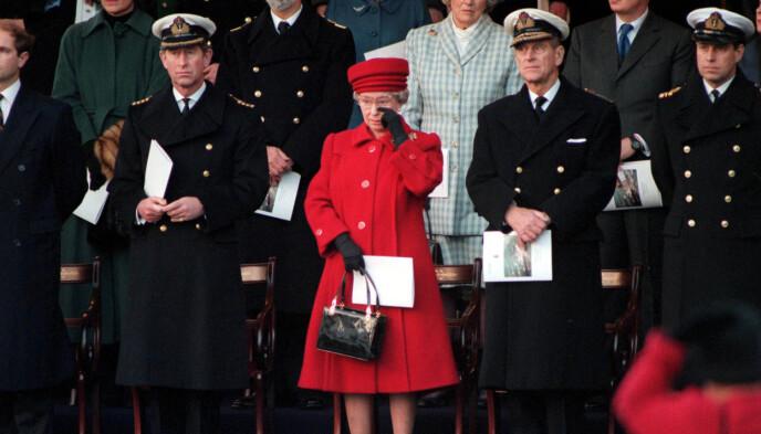 GRÅT: Dronninga tok til tårene da «HMY Britannia» ble tatt ut av tjeneste i 1997. Foto: Shuttertock editorial / Rex / NTB