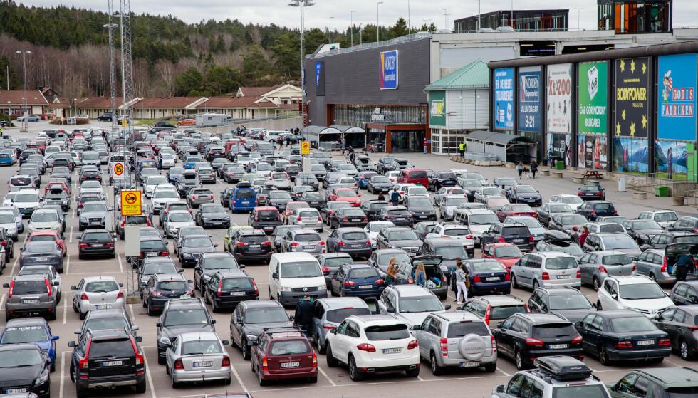 DEN GANG: Slik så det ut utenfor Nordby Shoppingcenter under påskehandelen i 2017. Foto: Audun Braastad / NTB