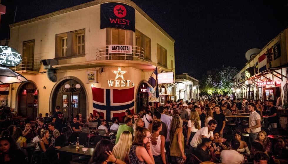 NORGESFAVORITT: West Bar på Kos har vist seg å være et populært utested blant norske turister. Foto: Christian Roth Christensen / Dagbladet