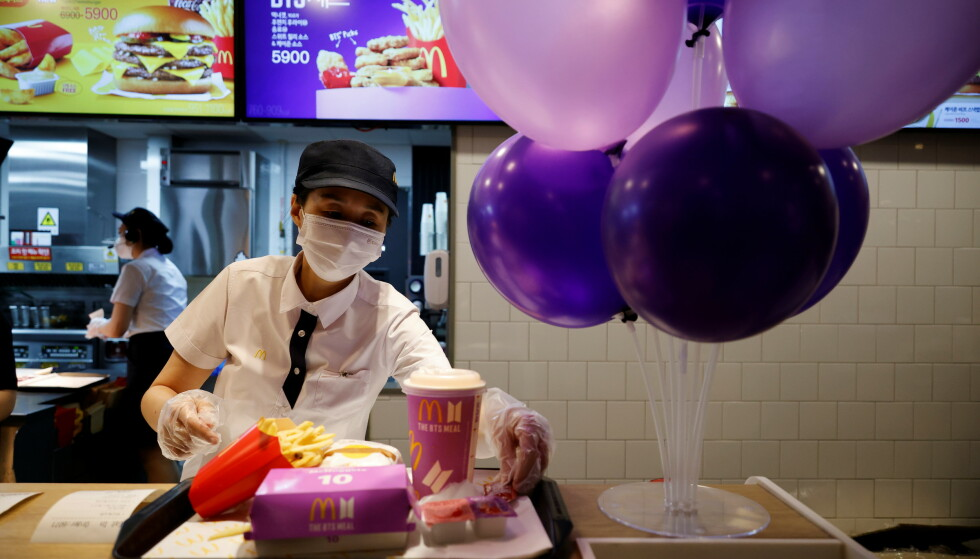 Menu: With specially selected sauces and its own packaging, the BDS menu has become very popular among the fans.  Photo: REUTERS / Kim Hong-ji / NDP
