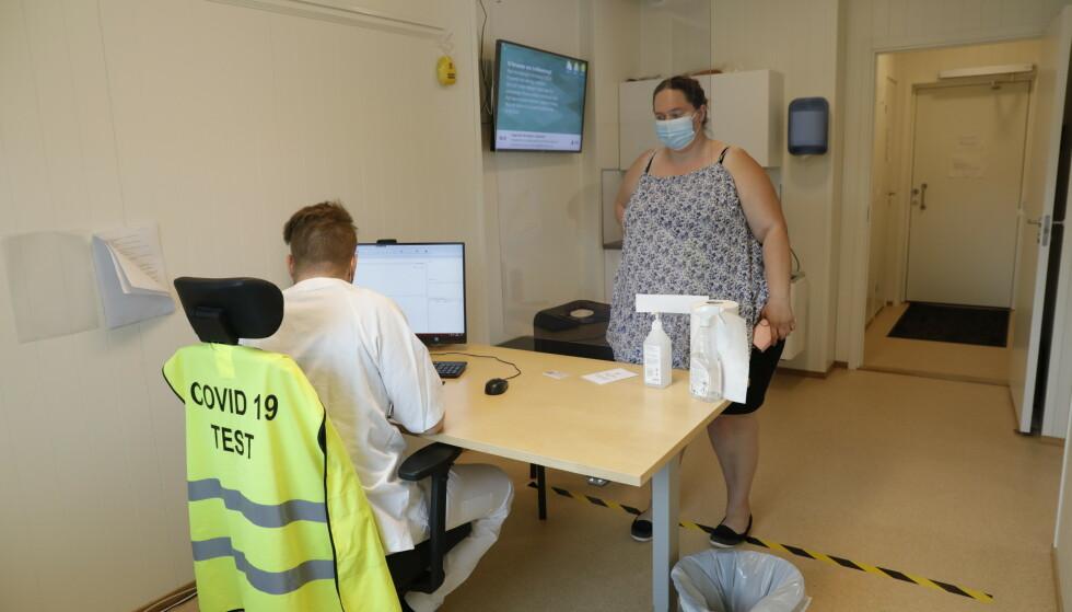 TEST: Selv om reisen er karantenefri, må de reisende fremdeles ta en obligatorisk covid-19-test på grensa. Foto: Nina Hansen / Dagbladet