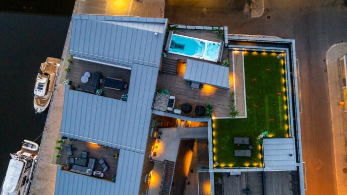 TAKTERASSE: I boligannonsen lokker de med at du kan bo best i byen med en privat takterrasse på hele 202 kvadratmeter. Foto: Steffen Larsen