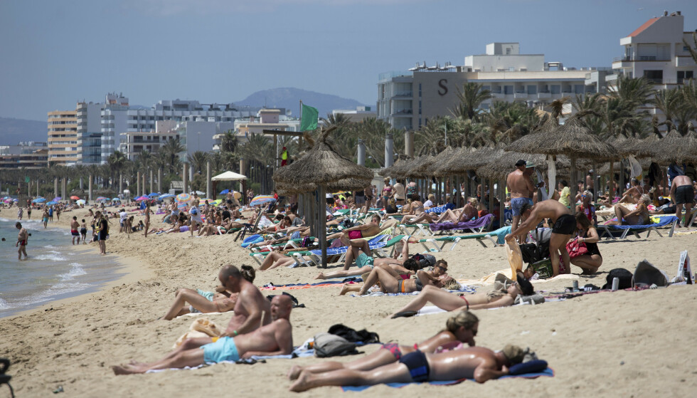 HOLA: Slik så det ut i spanske Mallorca i starten av juni. Foto: Francisco Ubilla / AP / NTB