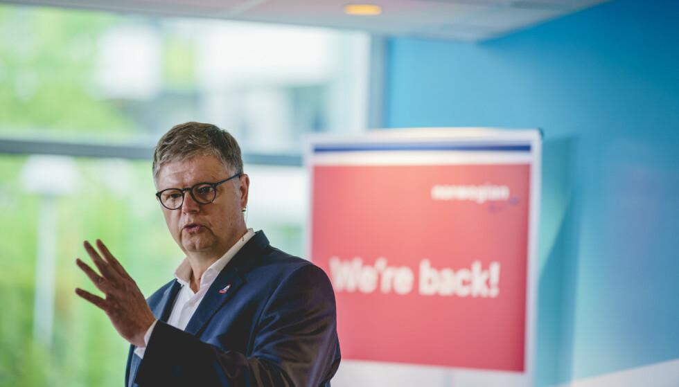 FALLSKJERM: Jacob Schram har ledet Norwegian siden 1. januar 2020. Når han nå må si fra seg styrestikka, beholder han årslønna på 7 millioner kroner i 24 måneder. Foto: Stian Lysberg Solum / NTB