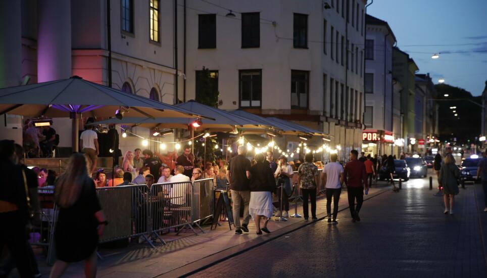 LENGE SIDEN SIST: Ikke siden i fjor sommer har det vært mulig å få servert en øl på et serveringssted i Oslo etter midnatt. Fra mandag kan muligheten by seg igjen. Foto: Vidar Ruud / NTB