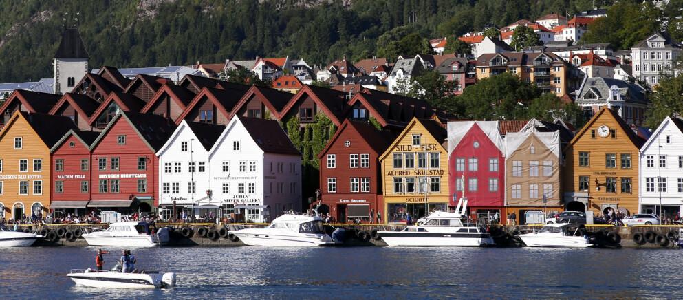 UTEBLIR: Bergen er populært blant ferierende nordmenn. Men utenlandske turister kan Vestlandets hovedstad se langt etter - også i år. Foto: Marianne Løvland / NTB