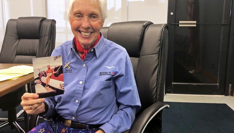 TIL VERDENSROMMET: Wally Funk (82) har vært opptatt av verdensrommet hele livet. Nå får hun endelig opplevd drømmen. Foto: Elizabeth Culliford/ Reuters / NTB