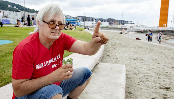 BYFERIE: Eirik Reberg drømmer om Cuba, men får også feriefølelsen på den nyanlagte Operastranda i Bjørvika i Oslo. Foto Kristin Svorte