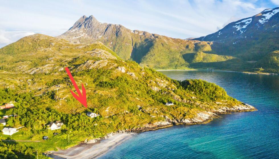 FJELL: Hytta ligger omkranset av høye fjelltopper. Foto: Steffen Fossbakk / SiktBolig