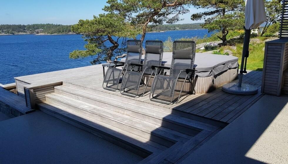- IKKE LOV: Terrasse som er bygget i tilknytning til boblebad er ikke godkjent. Foto: Færder kommune