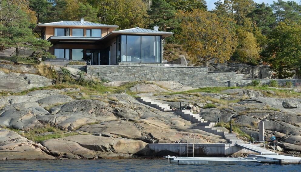 BYGGET NYTT: Erik Mamelund reiv hytta og bygget nytt i 2015. Nå mener kommunen at han har bygget mye mer enn han fikk lov til. Foto: Marie Olaussen / Tønsbergs blad