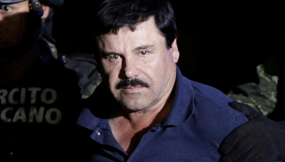 LIVSTID: Joaquin «El Chapo» Guzman soner en livstidsdom i USA. Her under en av flere arrestasjoner av ham. Denne gang i 2016. Foto: Henry Romero / Reuters / NTB