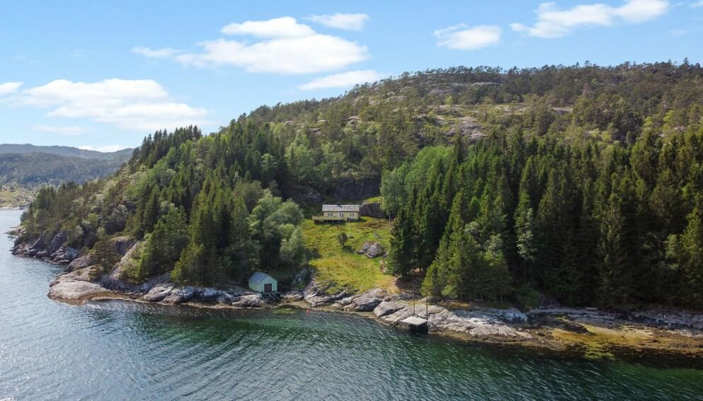 200 MÅL: Utenfor Bergen kan du sikre deg store deler av en øy til 2,2 millioner kroner. Foto: Imotiv AS