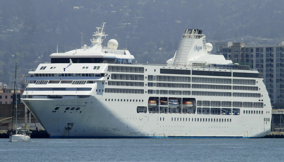 LUKSUS: Passasjerene punger ut flere hundre tusen for en lugar på luksusskipet «Seven Seas Mariner». Foto: Ben Margot / AP / NTB