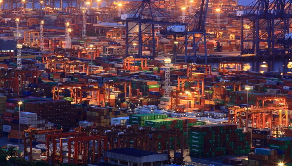 STORE UTFORDRINGER: Et oppsiktsvekkende sammenfall av hendelser har ført til store utfordringer for verdenshandelen. Foto: Reuters / NTB